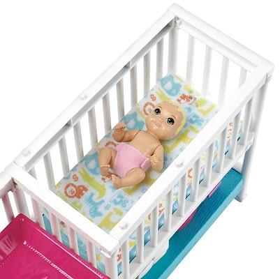 """Skipper Babysitter Inc."""" Coffret la chambre des jumeaux Barbie"""