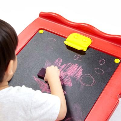 Spielzeugtruhe mit Zeichnungsfläche
