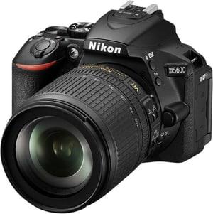 D5600 + 18-105mm VR inkl. Tasche + Speicherkarte
