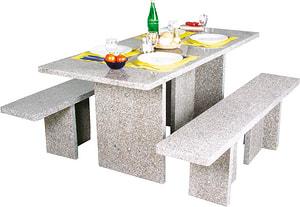 Tavolo retancolare con panche in granito
