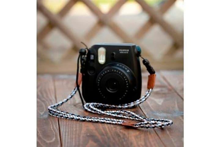 Fufjifilm Instax Mini 8 Strap noir / blanc ceinture d'épaule FUJIFILM 785300127626 Photo no. 1