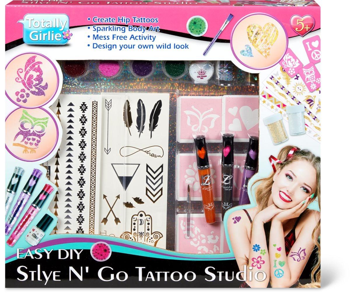 Style et Go Studio de tatouage. Sertie de nombreux accessoires pour les tatouages.